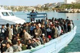 Profughi, polizia e carabinieri procedono allo sgombero
