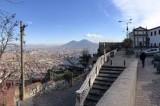 Napoli – Movida incivile a San Martino, il belvedere trasformato in una discarica a cielo aperto