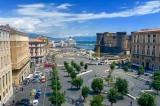 Napoli – Centauri seminano il panico a Piazza Municipio