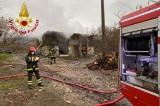Deposito di legna in fiamme a Bracigliano
