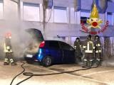 Monteforte, in fiamme un'autovettura in sosta