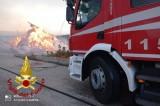 Frigento (Av), deposito agricolo in fiamme