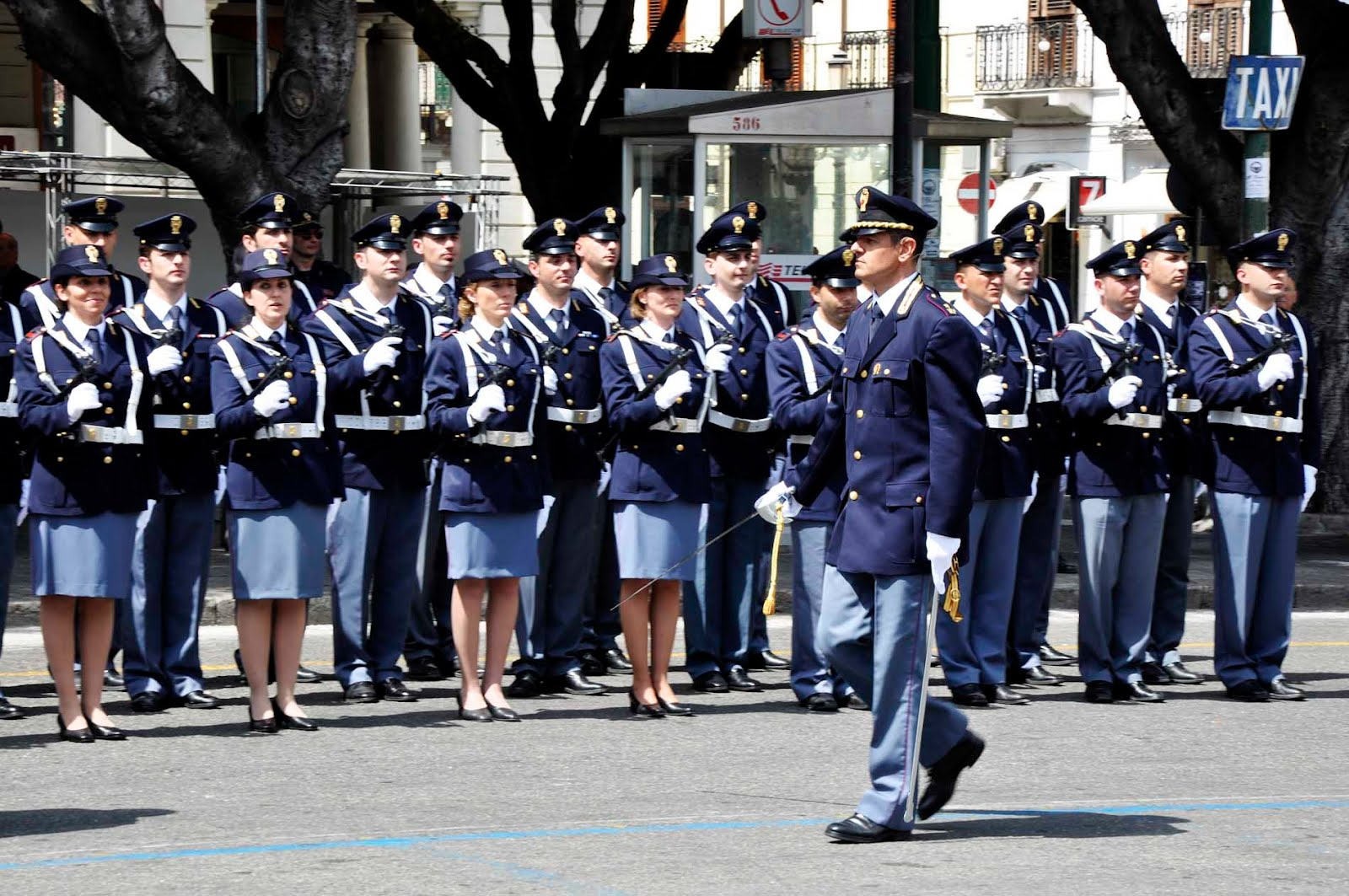La polizia celebra il 161 anniversario irpinia24 for Questura di polizia