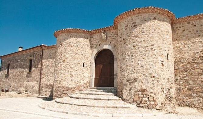 Castello_dei_Principi_Biondi___Morra_-_Morra_de_Sanctis_672-458_resize